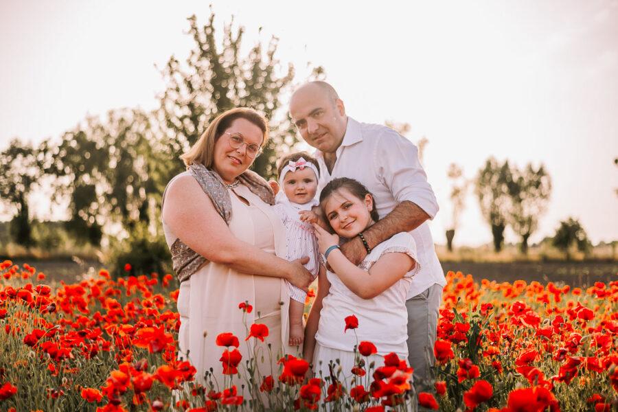 Servizio Fotografico Famiglia tra i papaveri