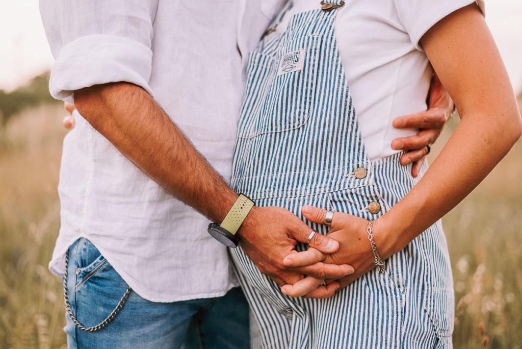 fotografo stefania montin gravidanza coppia mani padova