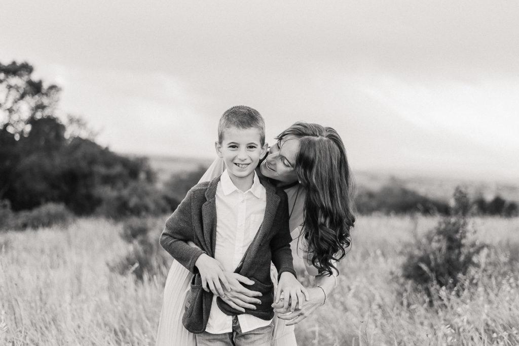 fotografo stefania montin famiglia mamma figlio abbraccio tramonto colli euganei