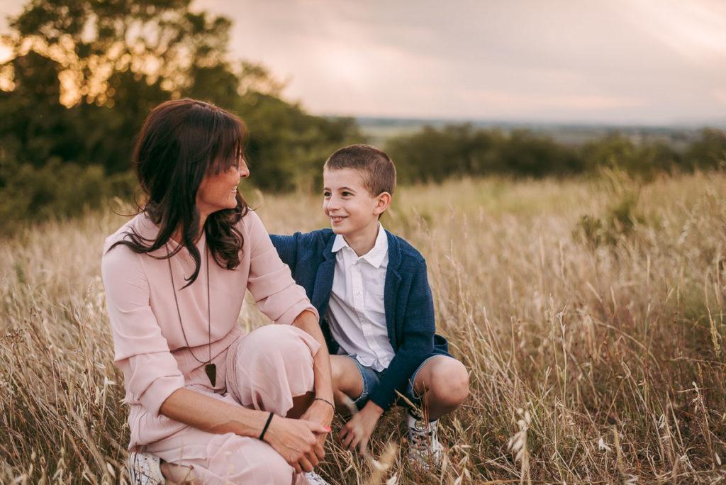 fotografo stefania montin famiglia mamma figlio sguardo tramonto