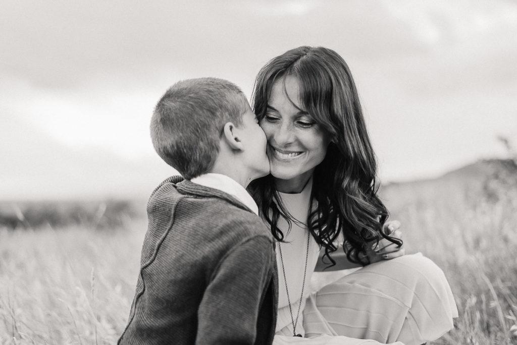 fotografo stefania montin famiglia mamma figlio bacio