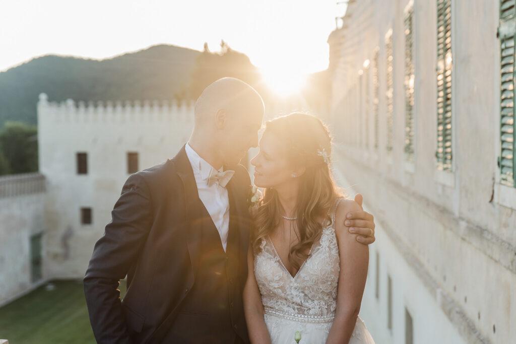 servizio fotografico di coppia al tramonto Castello del Catajo